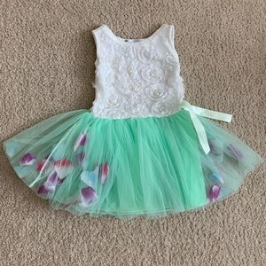 Other - NWOT white/green rose petals dress
